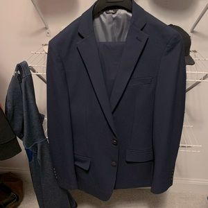 Men's navy blue  suit 42L. Pants 34-32